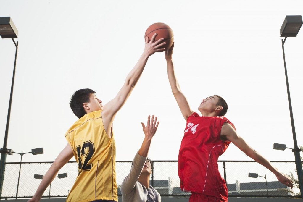 Basketball players fighting for a ball